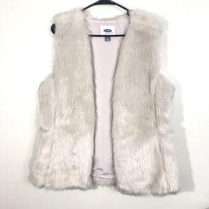 🌼3/$25 Old Navy Faux Fur Vest